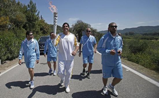Ngọn đuốc Olympic 2016 bắt đầu hành trình tới Brazil