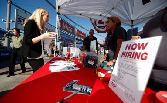 Số đơn xin trợ cấp thất nghiệp tại Mỹ giảm thấp nhất trong 42 năm