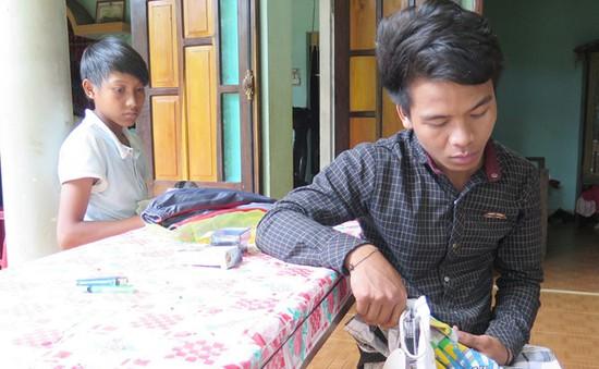 Quảng Nam: Giải cứu 2 thiếu niên khỏi bãi vàng trái phép