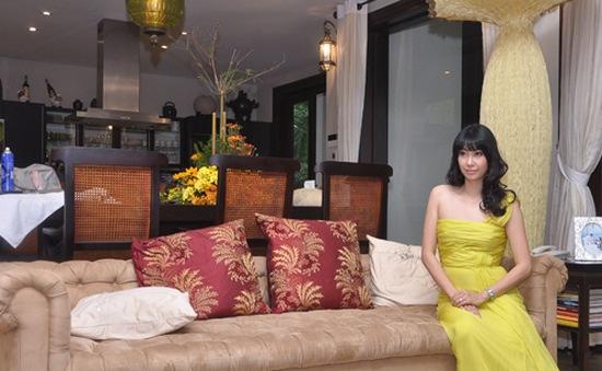 Hà Kiều Anh thích thú khoe biệt thự tràn ngập cây xanh