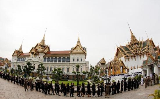 Hàng nghìn người dân Thái Lan xếp hàng viếng Nhà vua quá cố