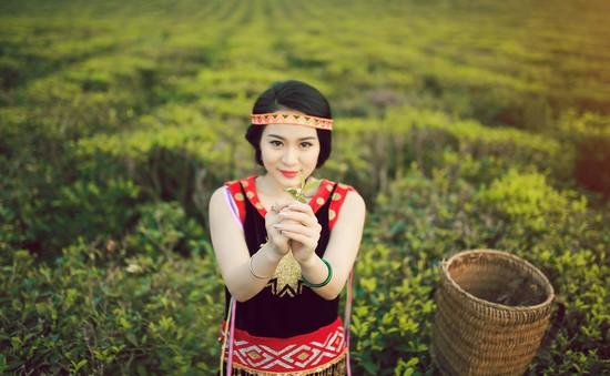 """Con gái nuôi Hoài Linh lần đầu ghé thăm """"nhà hàng"""" Bữa trưa vui vẻ (12h, VTV6)"""