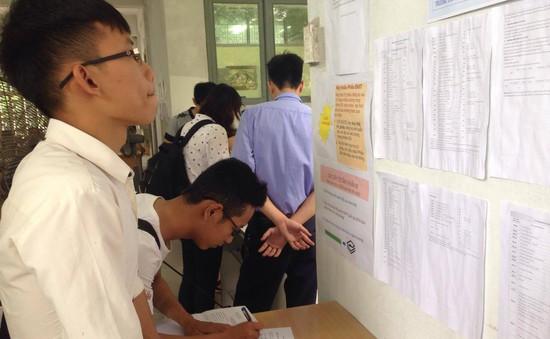 Thí sinh gấp rút nộp hồ sơ trong ngày cuối cùng của kỳ đăng ký xét tuyển