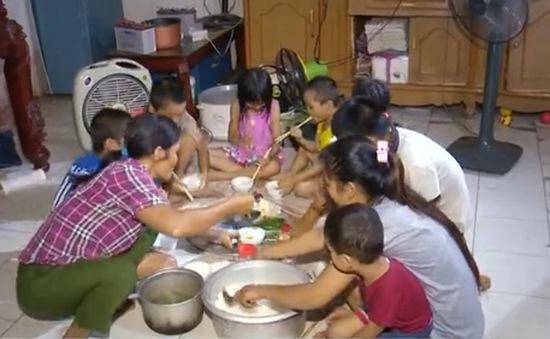 Hà Nội: Cuộc sống cơ cực của bà mẹ sinh 14 đứa con