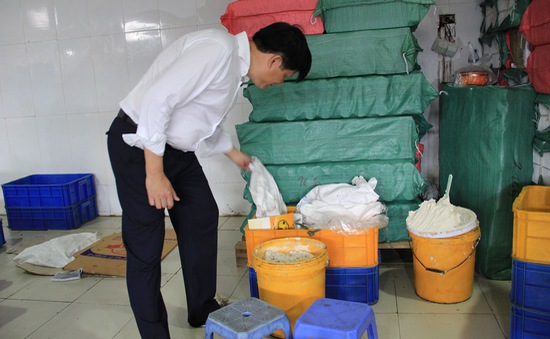 Phát hiện nhiều cơ sở bánh Trung thu vi phạm ATTP tại Hà Nội