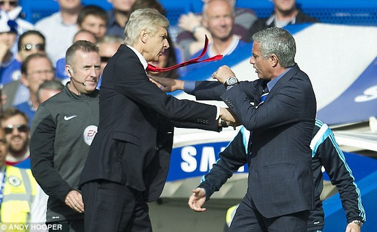 Trước trận Man United - Arsenal: Arsene Wenger và nỗi ám ảnh mang tên Jose Mourinho