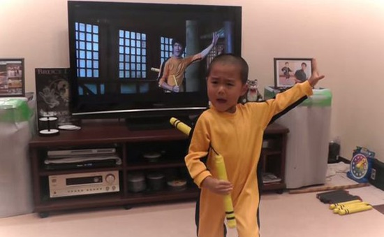Cậu bé 5 tuổi múa côn điêu luyện như Lý Tiểu Long
