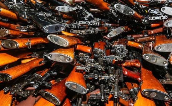 Australia bắt giữ tàu cá chở gần 2.000 khẩu súng AK47