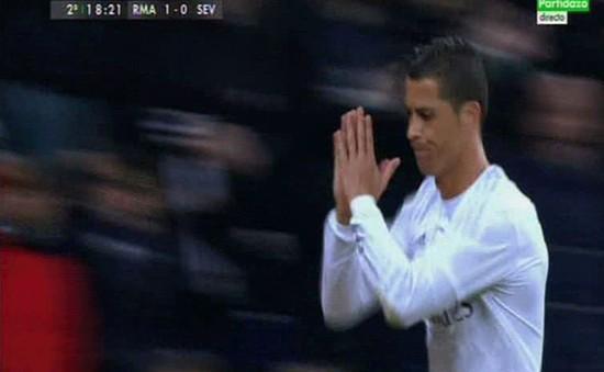 Đá hỏng phạt đền, Ronaldo chắp tay xin lỗi CĐV Real Madrid