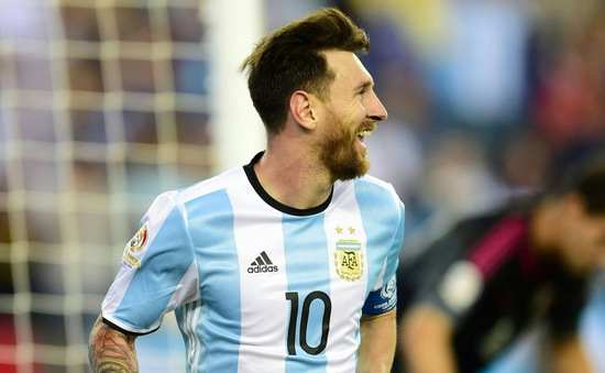 Argentina 4-1 Venezuela: Messi rực sáng trong ngày Ronaldo mất tích