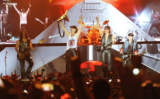 Scorpions đốt cháy Monsoon Music Festival 2016