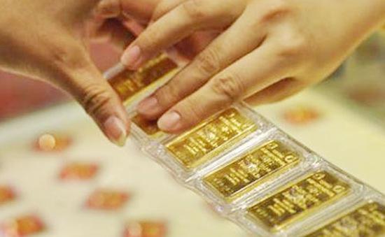 Giá vàng trong nước bật tăng 200.000 đồng/lượng