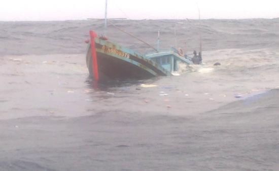 Kịp thời ứng cứu 2 thuyền viên gặp nạn tại vùng biển Cô Tô