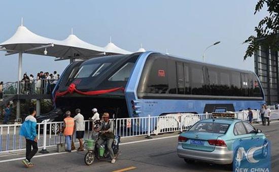 Trung Quốc thử nghiệm xe bus chống tắc đường