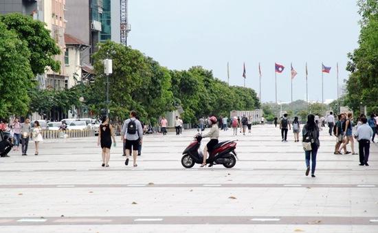 Phương tiện ngang nhiên vào phố đi bộ Nguyễn Huệ (TP.HCM)