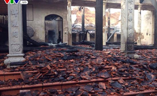 Chùa Tĩnh Lâu bị cháy có thể do chập điện