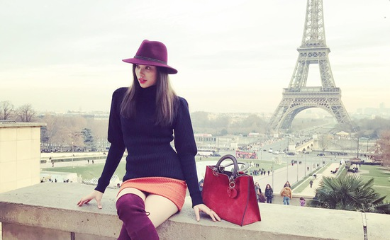 Phạm Hương khoe street style chất lừ ở Pháp