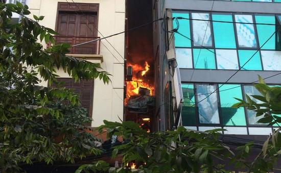 Cháy nhà dân tại phố Đội Cấn (Hà Nội), cả nhà may mắn thoát nạn