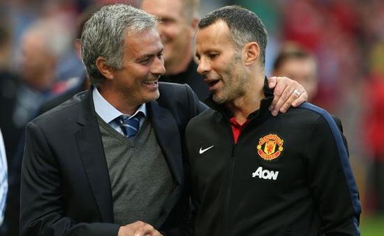 """Chưa về Man Utd, Mourinho đã bị """"lính"""" dằn mặt"""