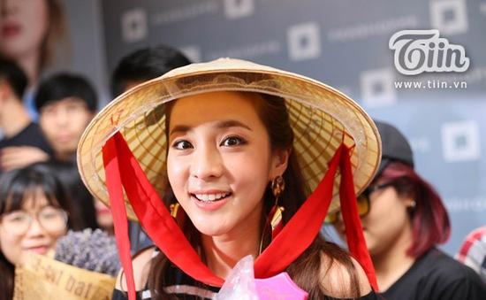 Sandara Park (2NE1): Muốn mặc áo dài, ăn bánh mì Việt Nam