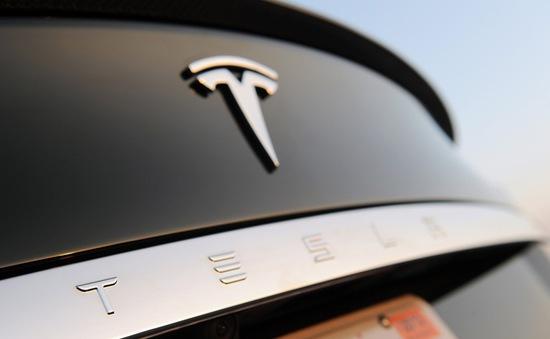 Để xảy ra tai nạn chết người, Mỹ mở cuộc điều tra hãng xe Tesla