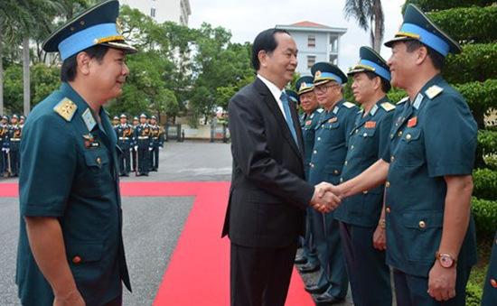 Chủ tịch nước thăm và làm việc tại Quân chủng Phòng không - Không quân