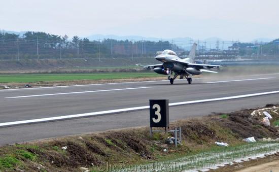 Hàn Quốc: Rơi máy bay quân sự, hai phi công thoát chết