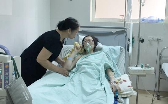 Cảm phục bệnh nhân ung thư mổ ngồi để sinh con