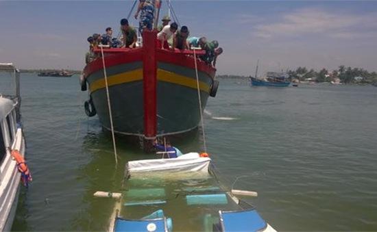 Quảng Nam: Trục vớt 3 ca nô du lịch bị chìm tại Hội An