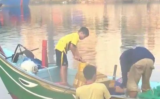 Khánh Hòa: Nhức nhối tình trạng trẻ em vùng biển bỏ học lao động sớm