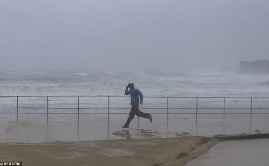 Australia liên tiếp hứng chịu 2 trận siêu bão trong 24 giờ