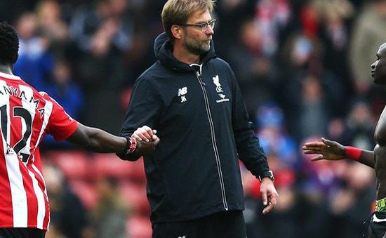 """Jurgen Klopp ê chề vào """"sách đỏ"""" của Liverpool sau trận thua không thể tin được"""
