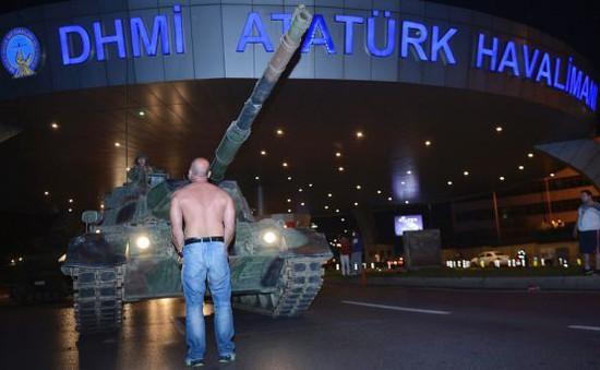 Thổ Nhĩ Kỳ nối lại hoạt động sân bay Ataturk sau đảo chính