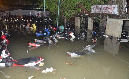 Ai sẽ đền bù thiệt hại hàng nghìn ô tô, xe máy ngập nước ở TP.HCM?