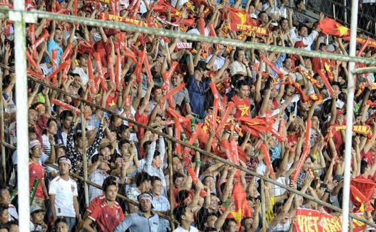 VIDEO: CĐV Việt Nam hân hoan sau chiến thắng của ĐT Việt Nam