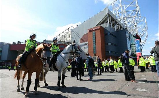 Man Utd hoàn tiền vé, cho người hâm mộ vào Old Trafford xem miễn phí