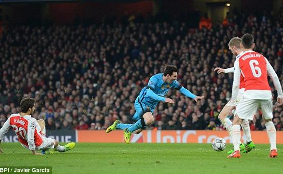 CĐV Arsenal nổi điên với Flamini: Kẻ ném vỡ TV, người dọa đánh