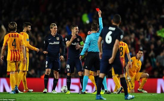 """""""Cừu non"""" Torres đã bị """"cáo già"""" Barcelona nuốt chửng như thế nào"""