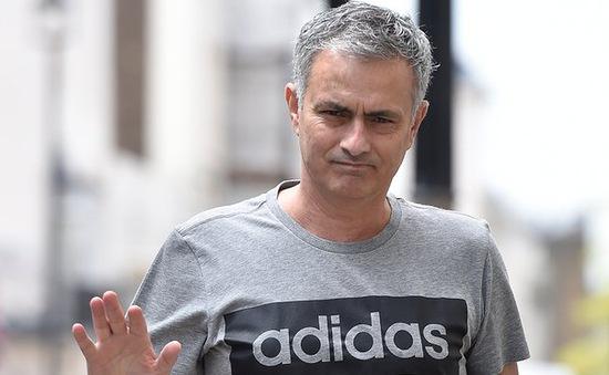 """Man Utd muốn Mourinho """"xé rào"""" định mệnh hóa Sir Alex mới tại Old Trafford"""