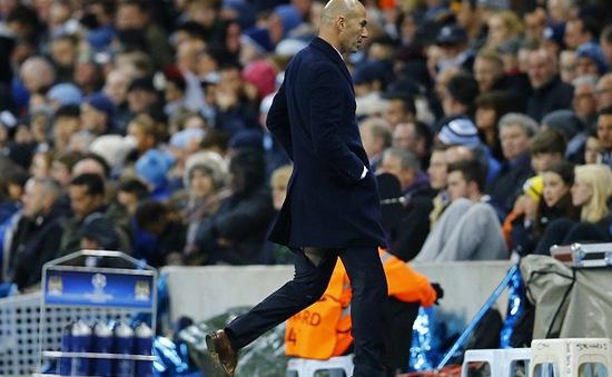 HLV Zidane lại rách quần ở trận Champions League thứ 2 liên tiếp