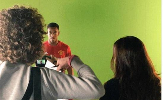 Martial sơ sẩy để lộ áo đấu sân nhà mùa tới của Man Utd
