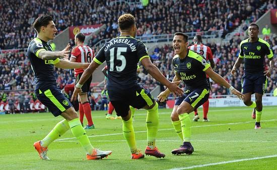 Arsenal lập kỷ lục ấn tượng tại Premier League 2016/17