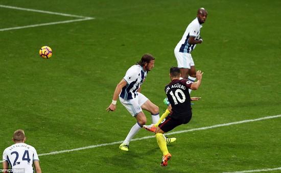 """West Brom 0-4 Man City: """"Giải hạn"""" chiến thắng, giành ngôi đầu"""