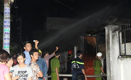 TP.HCM: Hai vụ cháy trong đêm, nhiều cụ già bị kẹt trong nhà