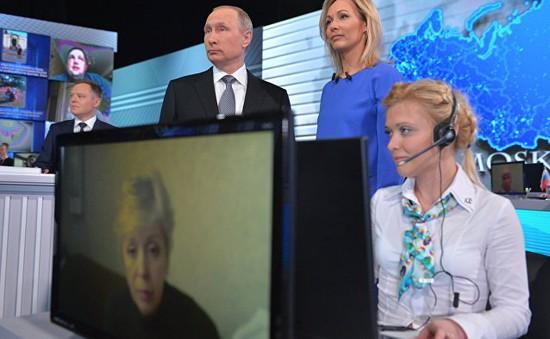"""Ông Putin: Kinh tế Nga có """"màu xám"""" nhưng vẫn tích cực"""