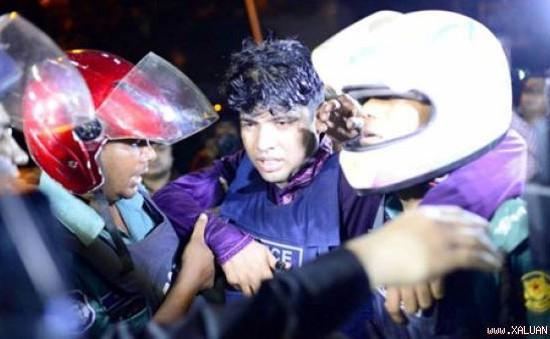 Bangladesh: IS tấn công nhà hàng, bắt giữ hàng chục con tin