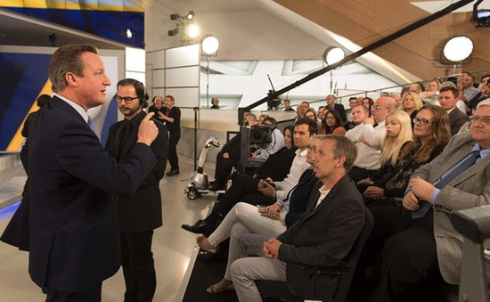 Chất vấn Thủ tướng Anh trên truyền hình về việc đi hay ở lại EU