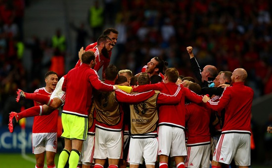 VIDEO EURO 2016: Xứ Wales thắng ngược dòng trong trận đấu của siêu phẩm