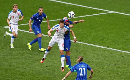 VIDEO EURO 2016: Rosicky tỉa bóng tinh tế để Skoda đánh đầu ghi bàn đẹp mắt