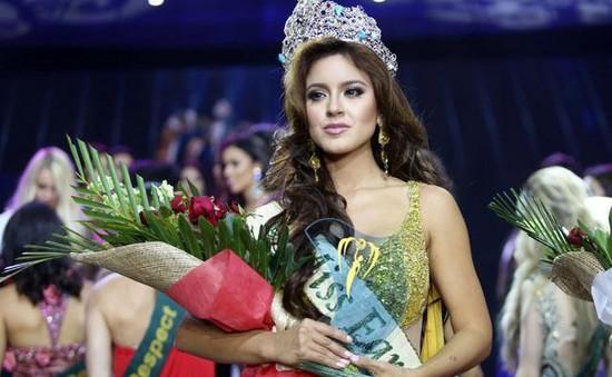 Vừa bị tố qua đêm với nhà tài trợ, Hoa hậu Trái đất 2016 lại dính tin đồn dao kéo